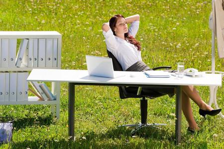 Лето в офисе: как ухаживать за кожей