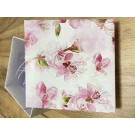 Коробка подарочная 15 см * 15 см
